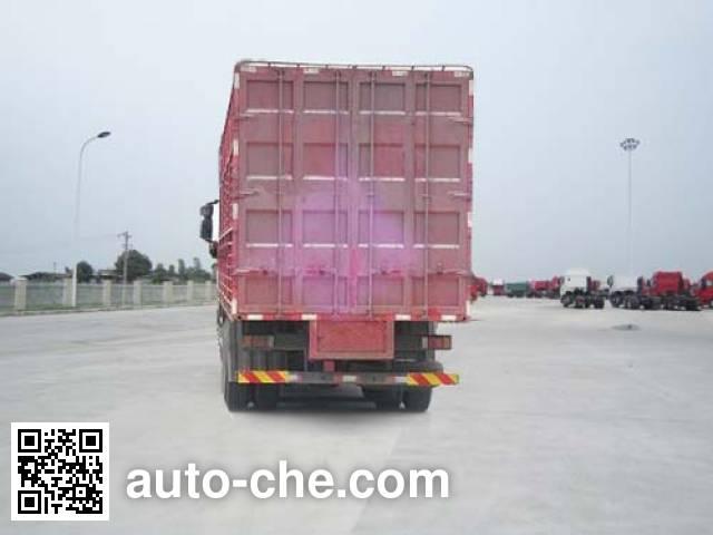 SAIC Hongyan CQ5315CCQHMVG466 livestock transport truck