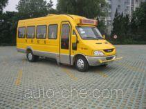 依维柯牌NJ6713XC型小学生校车