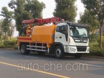 Concrete spraying truck