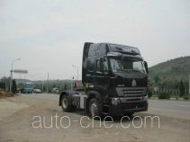 Sinotruk Howo ZZ4187V3517P1Z container transport tractor unit