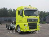 Sinotruk Sitrak ZZ4256V383HE1LW седельный тягач для перевозки опасных грузов