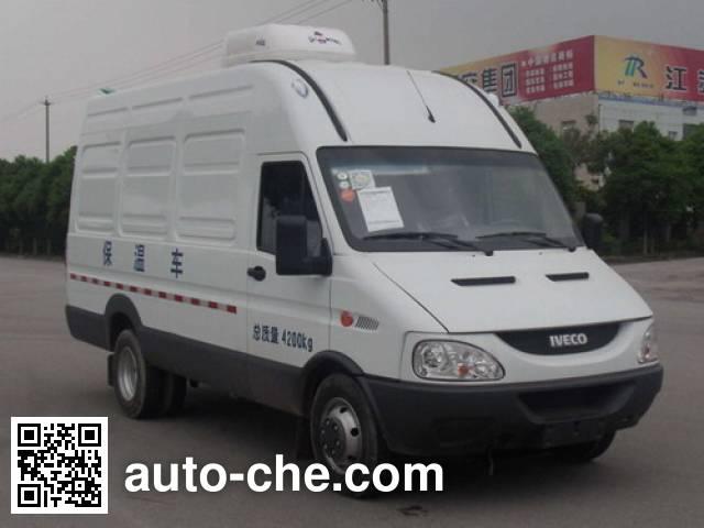 Yuhua NJK5046XBW insulated box van truck