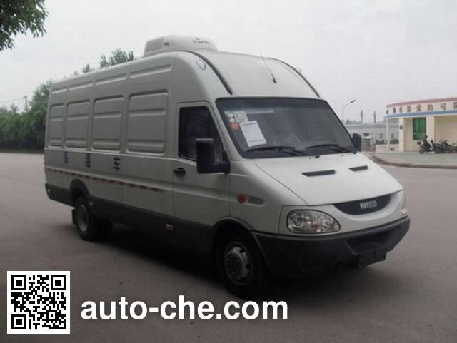 Yuhua NJK5056XBW insulated box van truck