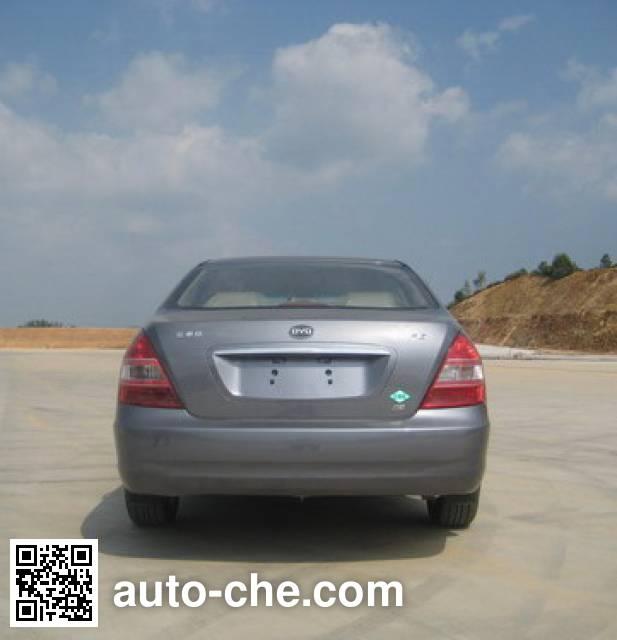 比亚迪牌QCJ7200E/CNG两用燃料轿车