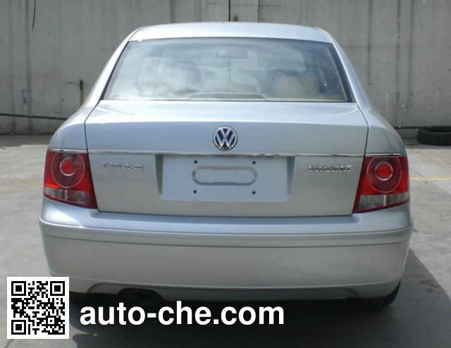 Volkswagen Passat SVW7203FPD car