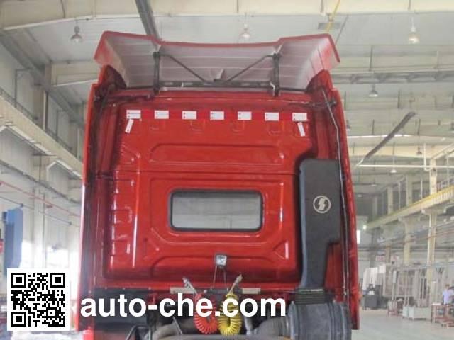 Shacman SX4180XC1W dangerous goods transport tractor unit
