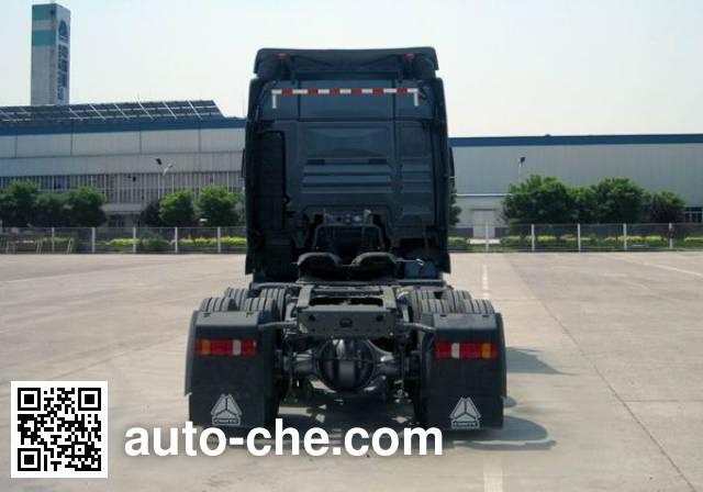 汕德卡牌ZZ4256N324HC1Z集装箱半挂牵引车