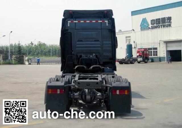 汕德卡牌ZZ4256N324MD1Z集装箱半挂牵引车
