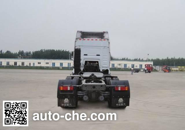豪泺牌ZZ4257N323GC1Z集装箱半挂牵引车