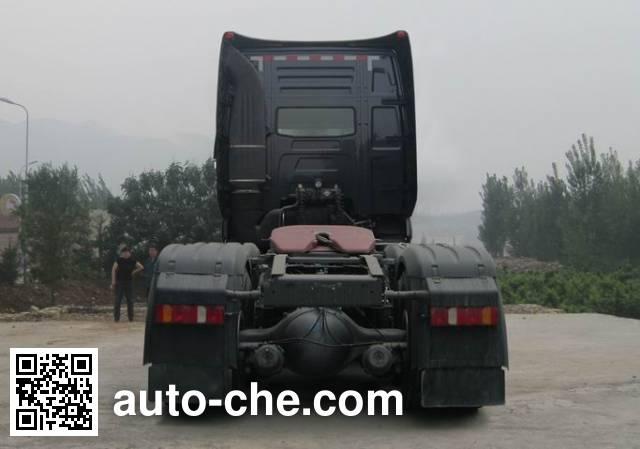 豪沃牌ZZ4257N324MD1Z集装箱半挂牵引车