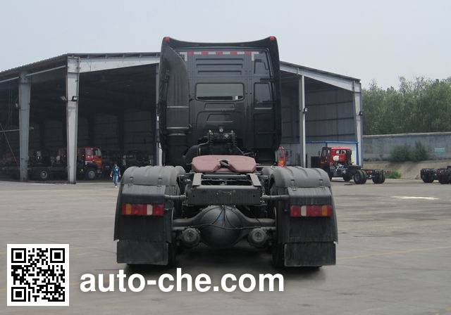 豪沃牌ZZ4257V324MD1Z集装箱半挂牵引车