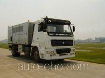 Integrated pavement maintenance truck