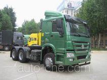 豪沃牌ZZ4257M3237D1Z型集装箱半挂牵引车