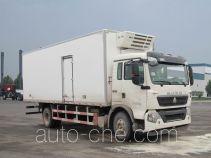 Sinotruk Howo ZZ5167XLCH561GD1 refrigerated truck
