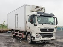 Sinotruk Howo ZZ5167XLCK501GE1 refrigerated truck