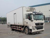 Sinotruk Howo ZZ5167XLCM561GE1 refrigerated truck